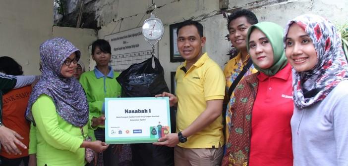Allianz Indonesia Mendampingi Pembentukan Bank Sampah di Kelurahan Guntur